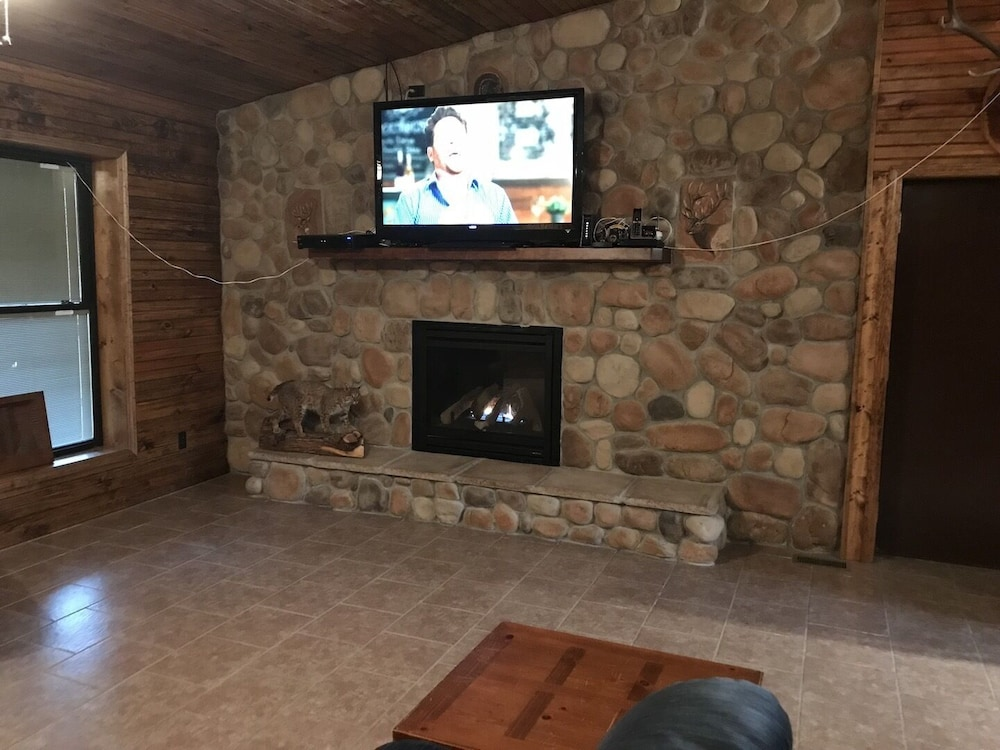 Living Room, Current River Cabin in Eminence Mo. Riverfront!