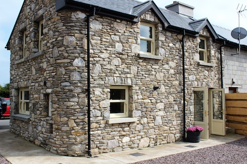 Family/pet Friendly Village House, 2 Mins to Ballymaloe Cookery School
