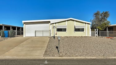 Bullhead City Home w/ Fire Pit - Walk to CO River!