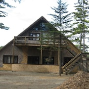 Waters Edge Cottage, In the Woods, Spacious, Quiet Cove, Private
