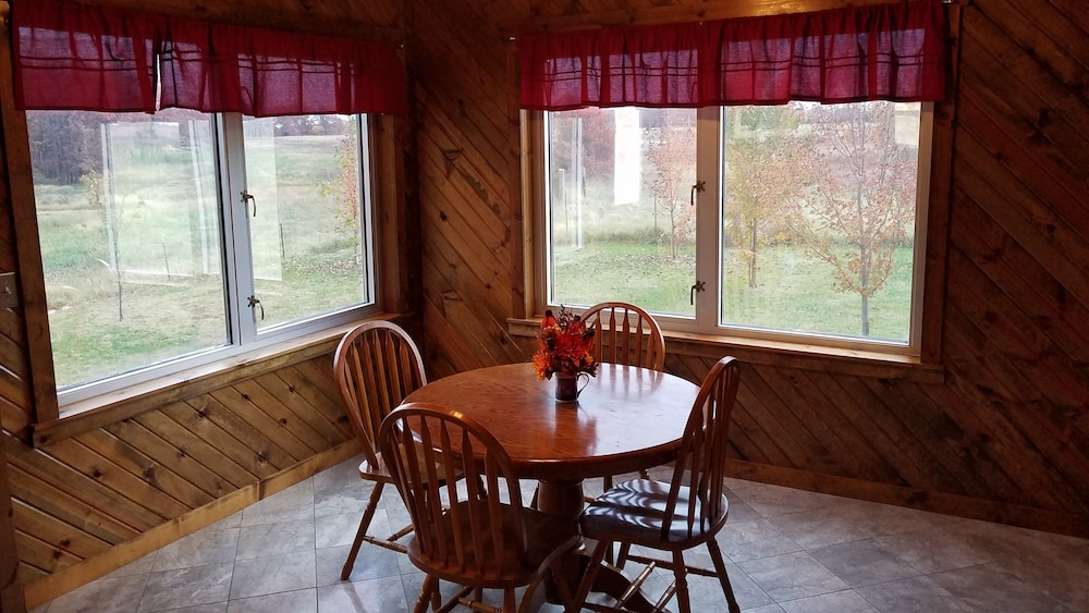 In-Room Dining, Cedar Lodge is Quaint Rustic Lodge With Modern Amenities. Relaxing and Warm!