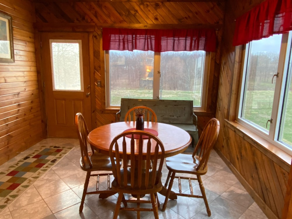 Private Kitchen, Cedar Lodge is Quaint Rustic Lodge With Modern Amenities. Relaxing and Warm!