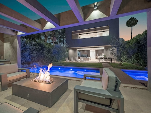 Hollywood Rooftop Views With Pool, Hot Tub, and Grill