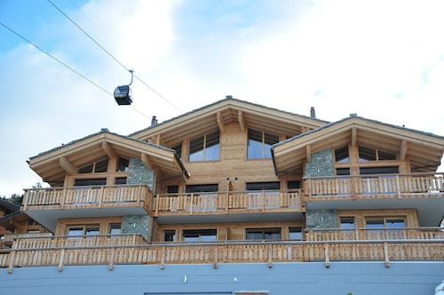 Modern, Sunny, Luxury 5 Ski In, Ski Off Apartment on the Slopes