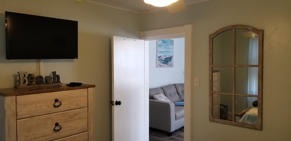 Room, A Stone Throw to Beach and Convention Center and Two Blocks From the Crest!!