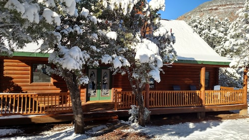 Real Log Cabin Within Walking Distance of East Verde River