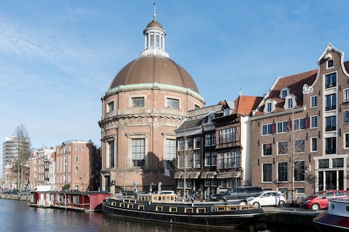 Historic Luxureous Houseboat in Center of Amsterdam