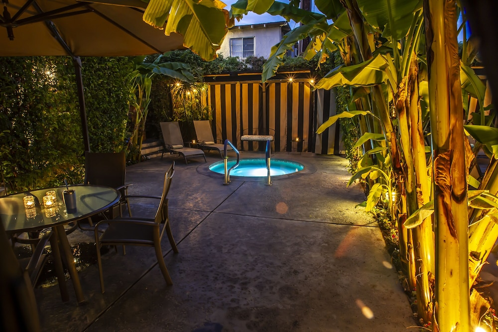 Outdoor Spa Tub, Hotel California