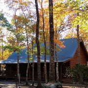 1159 Wilderness Trail Oneida Tn on 5 Acres. Family Gatherings& Hikers Paradise