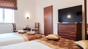 Memory foam beds, minibar, iron/ironing board, free WiFi