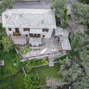 Villa Amanti, a Charming Traditional Old Stone House in Pelion