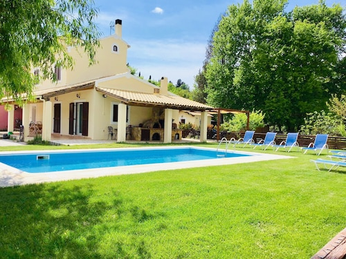 Beautiful Spacious Villa With Private Pool Near to Great Beaches and Corfu Town