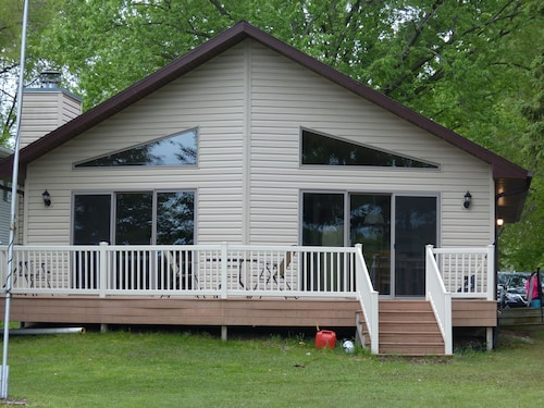 Bear Lake Vacation Home Manawa, WI --great Snowmobiling Location!