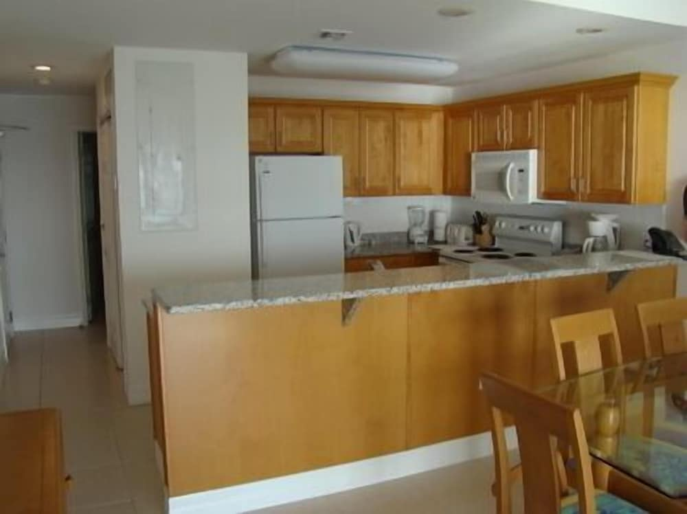Private Kitchen, 1 and 2 Bedroom 2 Bath Ground Floor Beach Front