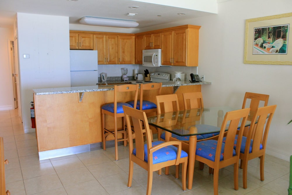 In-Room Dining, 1 and 2 Bedroom 2 Bath Ground Floor Beach Front