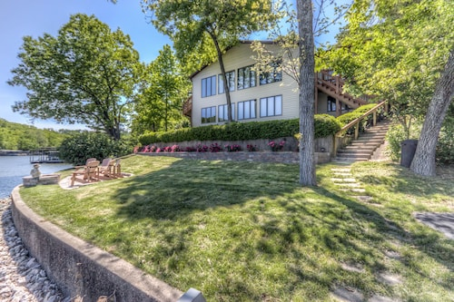 Family Fun Lakefront Vacation Home #6 of 12, 6bd 4 ba, 6100 sf, Sleeps 32