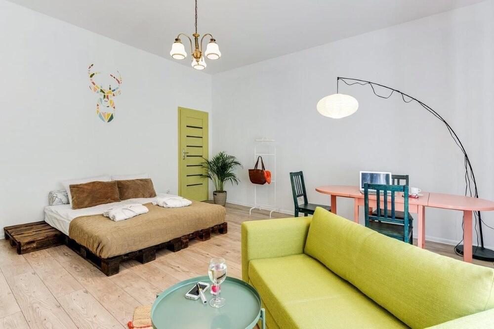 Lion Apartments Malibu Studio