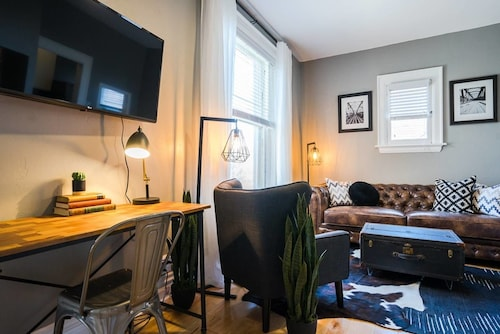 The Urban Union Eclectic Historic Apartment Sleeps 4
