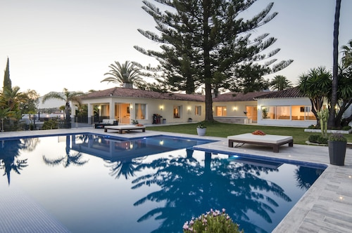 Exclusive 5star sea view villa Elviria