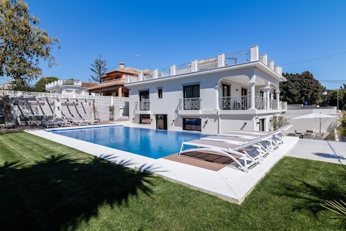Villa Di Lusso - Five Bedroom Villa, Sleeps 12