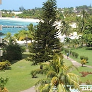 Beautiful Spacious Beach Front Apartment Centrally Located in Ocho Rios