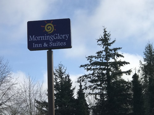 MorningGlory Inn & Suites