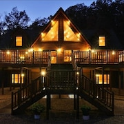 Premiere Shenandoah Valley Log Lodge Luray Gameroom Hot Tub - UP TO 26 Guests