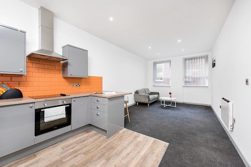 Stylish and Modern 1BR Flat by the Station