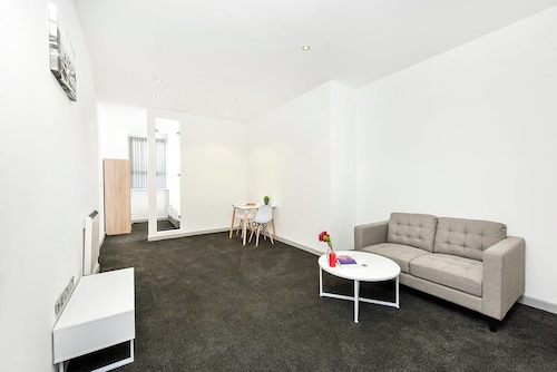 Contemporary 1BR Apartment - Great WiFi!