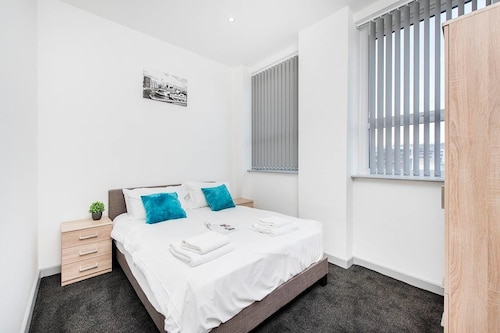1BR Flat with great WiFi near the Station!