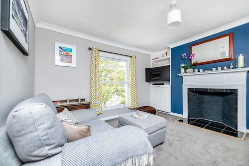 Top Floor Light 2 Bedroom Flat in West Dulwich