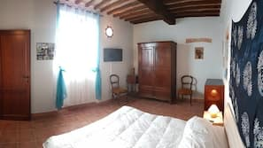 2 bedrooms, blackout curtains, iron/ironing board, free WiFi