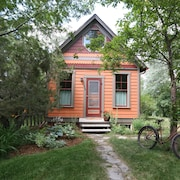 Orange Cottage A Go-go