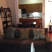 Midtown, Large 01 Open Studio Sleeps 5, Balcony Over Garden, Great Deal!