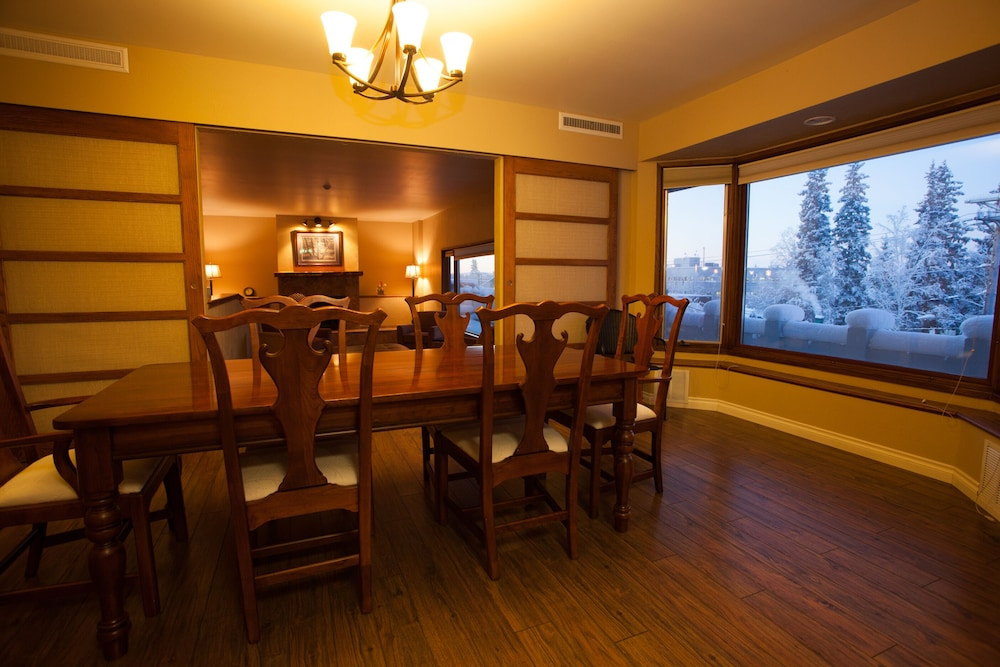 Private Kitchen, Executive Suite in the Heart of Downtown Fairbanks