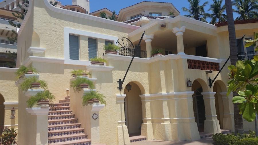 Marina Villas - Grand Isla Navidad