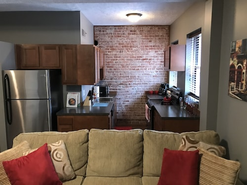 Downtown Loft Apartment> Close to Everything