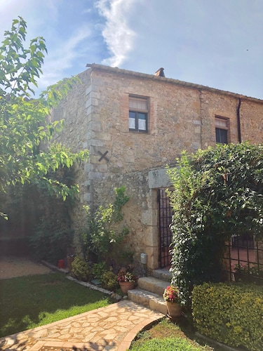 Ulla, Alt Emporda: Holiday House in a Small, Quiet Historic Village