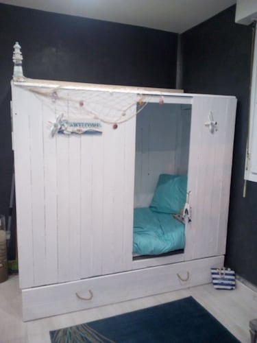 Creative Beach hut Bed, Super Downtown Apartment for 4 People