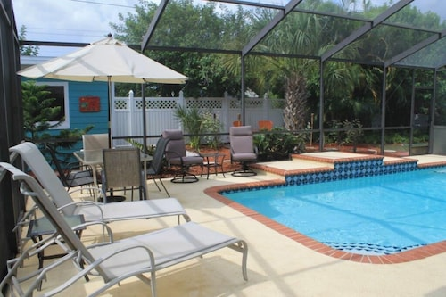 Beautiful Home,4br/2br With Heated Pool, Near Famous Siesta Key & Lido Key Beach