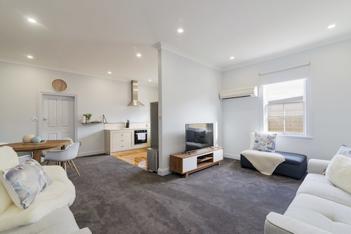 Devonport's Luxury Cottage