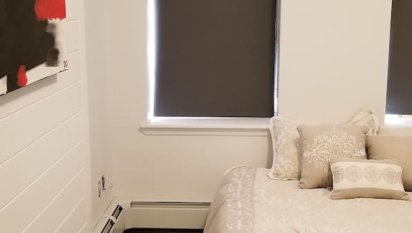 2 dormitorios, espacio para trabajar con un portátil, cortinas opacas