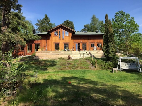 Wonderful Familyfriendly Wooden House at a Lake in Stockholm Countryside