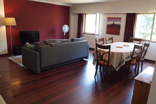 Spacious Apartment Walking Distance to the Historic Centre of Guimarães