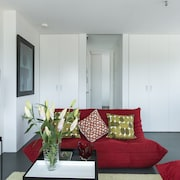 Contemporary Space Offers you Everything you Need in an Inner City Apartment