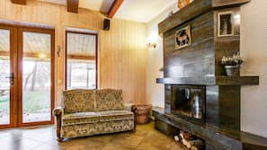 TV, fireplace, toys, stereo