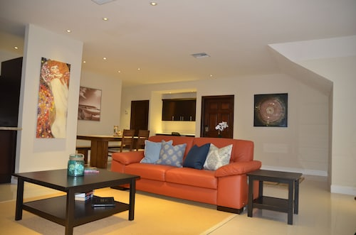 Listagem do Novo - Lovely 2 Bedroom Loft Localizado Downtown Nassau!