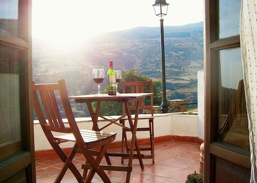Apartment and Terrace With Stunning Views in Bubión, Las Alpujarras