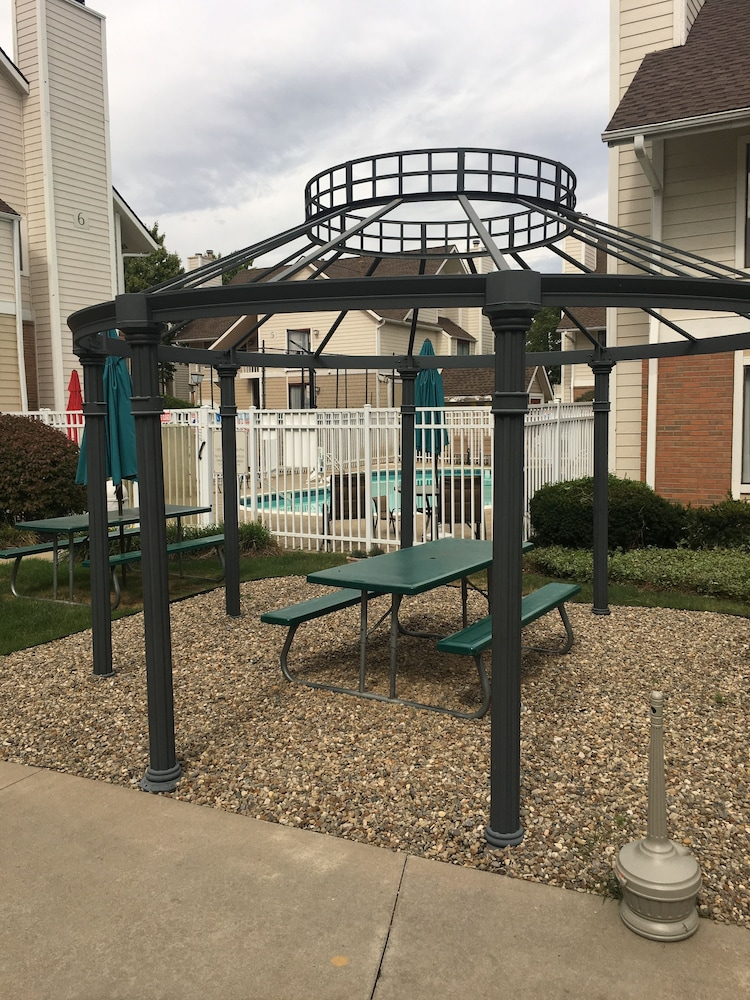 Gazebo, StayPlace Suites - Akron Copley Township - West