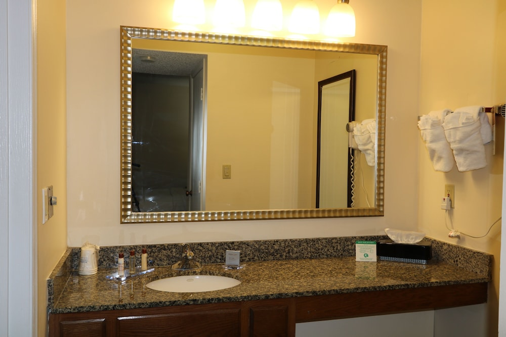 Bathroom, StayPlace Suites - Akron Copley Township - West